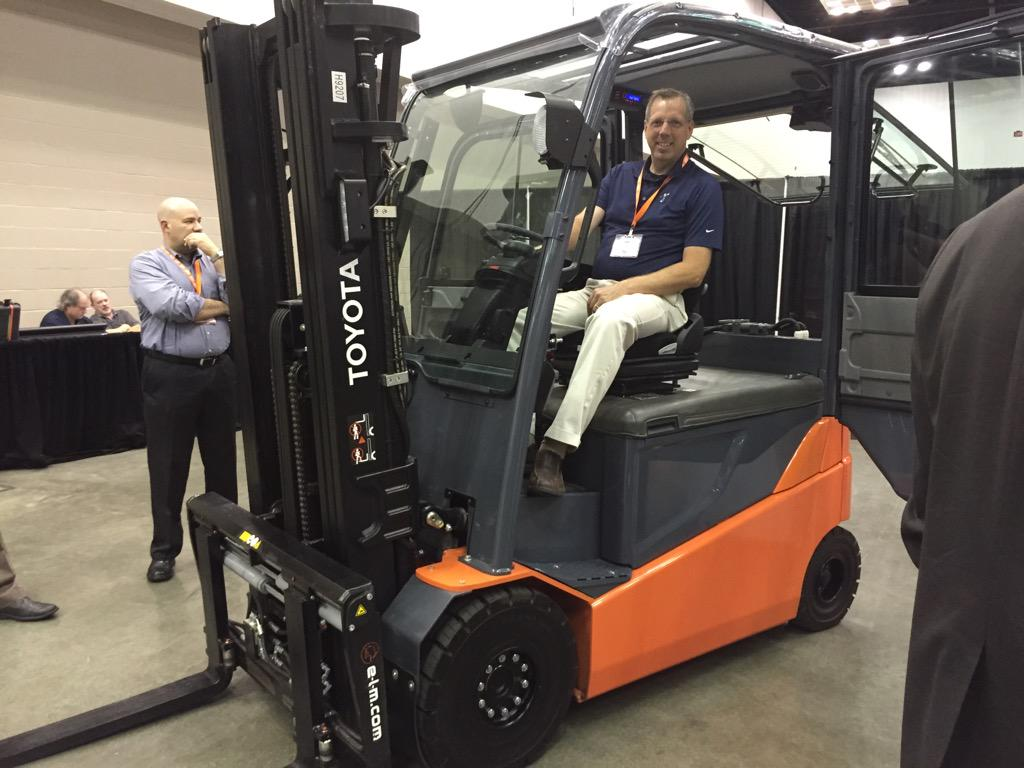 Toyota has just introduced an 80 volt electric PNEUMATIC forklift. Drive it around the yard! #ToyotaForklifts http://t.co/8XBzhX0q7C