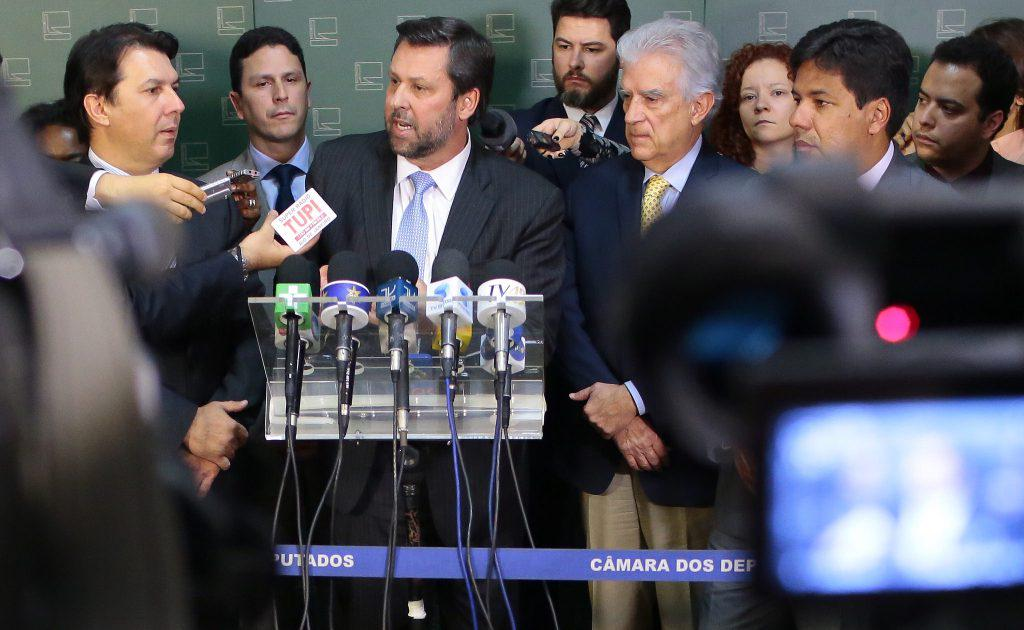 Líderes lançam nesta quinta movimento suprapartidário pelo impeachment deDilma https://t.co/MNIjxkBVJ1 http://t.co/K25USuGBoy