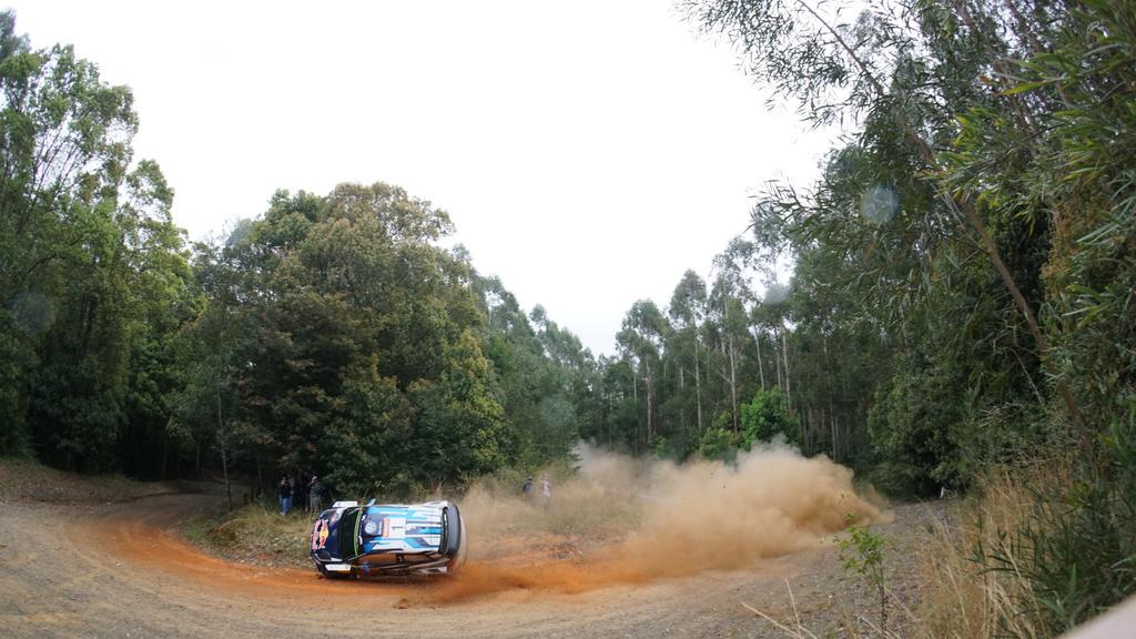 Massive moment for @SebOgier just metres into the start of shakedown, somehow he saved it! #rallyaus #WRC http://t.co/53LozU9TIp