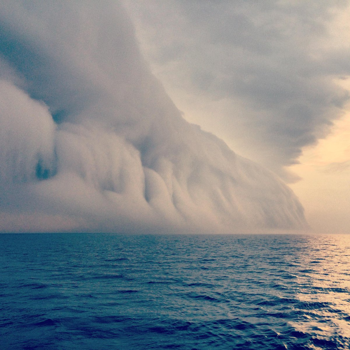 Amazing pic from Kris Kralka. Cloud formed right on Georgian Bay when cool rain clashed with hot air this past wknd. http://t.co/TkwN3oIiju