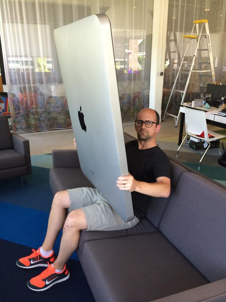 First hands-on experience with the new iPad Pro >>> it's HUGE http://t.co/ozpQsixzdz