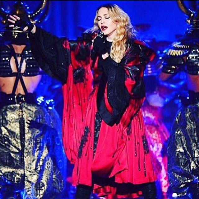 I will rise above cause its my fate...........ICONIC ❤️ #rebelhearttour Montreal???????????? http://t.co/EyP8ESV0Ju