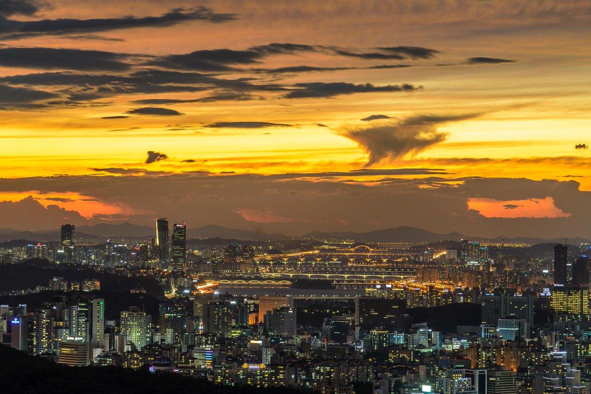 Night in Seoul, Korea! http://t.co/Ufm2eUsPKy