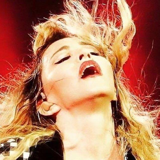 I made it through the wilderness! Night #2. Montreal! ❤️ #rebelhearttour http://t.co/cRR35OPMMm