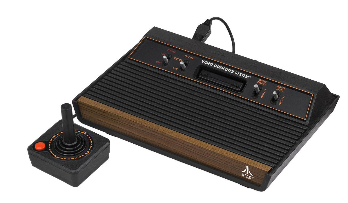 La Atari 2600 se puso a la venta en USA el 11 de septiembre de 1977. ¡Hoy cumple 38 años! http://t.co/WfGFW9I2IF