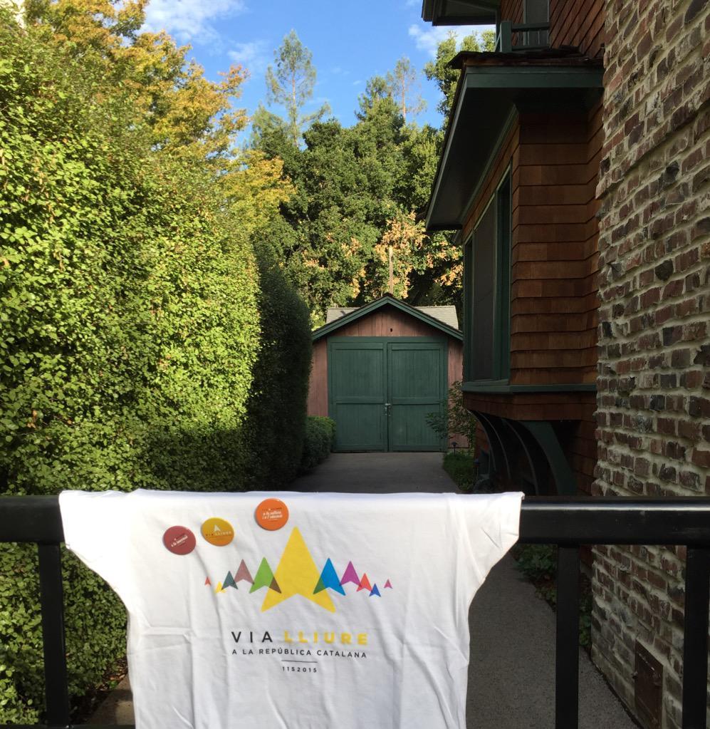 La #ViaLliure11S de la #Diada2015 també arriba a Palo Alto, Silicon Valley. @elmonarac1 #viarac1 #11STV3 #11SCatRadio http://t.co/MgcGHpaYIV
