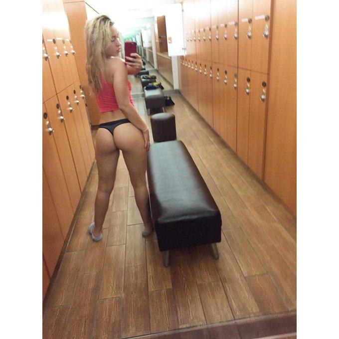 Spa selfies #mirrorselfie #staygoldengoldie http://t.co/Pz5veysDG2