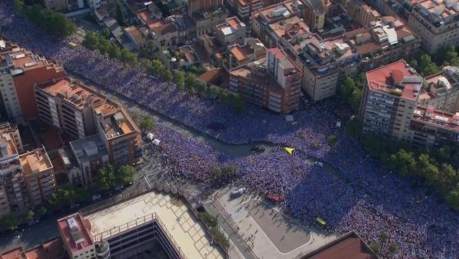 Pell de gallina!!! @Araeslhora @assemblea Ho tenim a tocar!!! #WeAreCatalonia http://t.co/YJQDu9tVy8