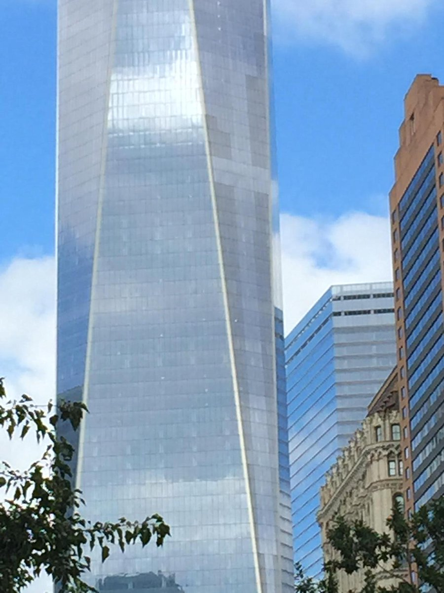 There appears to be a cross on the southeast face of One World Trade today http://t.co/RqdliA7IS8
