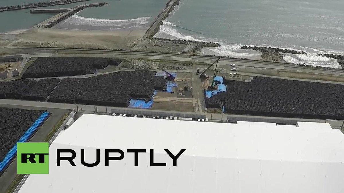 てかこのロシアトゥデイがドローンで撮影した福一周辺の汚染土、日本の皆さんはどれくらい知ってるんだろうか?動画コメでもまた津波きたら全部流されるねと指摘されていてもう滅茶苦茶だね。 http://t.co/A59C5MGgqu