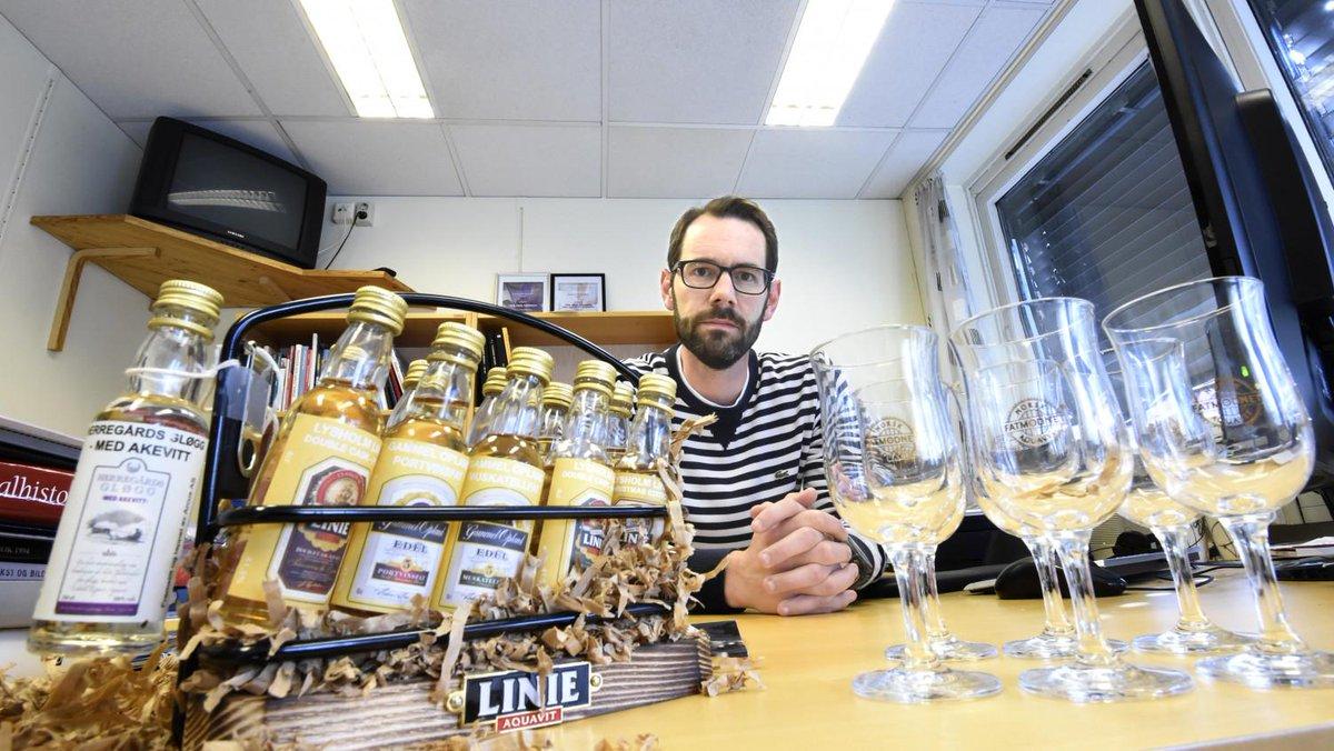20 redaktører fikk gratis sprit. 4 sendte flaskene tilbake http://t.co/uolVq1J8R1 http://t.co/6UilDhC5A7