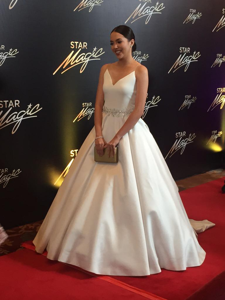 Easily one of my fave looks tonight. Julia Montes elegant in Albert Andrada. #9thStarMagicBall #StarMagicBall2015 http://t.co/QKQgdyU0pI
