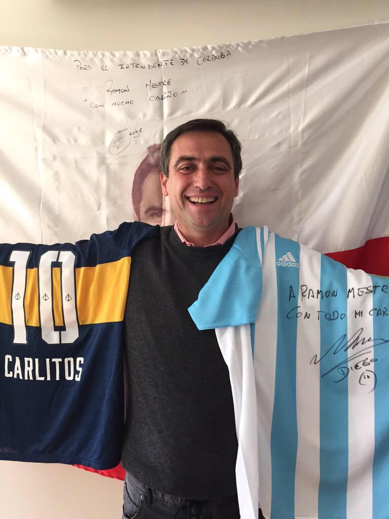 Me llegó el regalo del Diego y ahora otro: la camiseta de @carlitos3210 Dos de mis ídolos del deporte. Gracias !! RM http://t.co/W78310QhtU