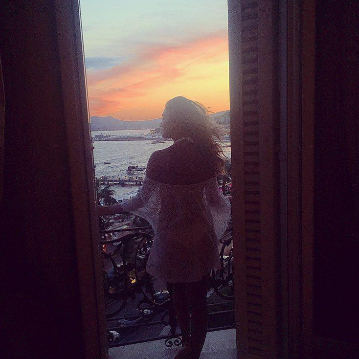 Reminiscing over these beautiful French sunsets.  So #grateful for everything...the good a… http://t.co/dgQjp0BXD5 http://t.co/oBRd1RvaAp