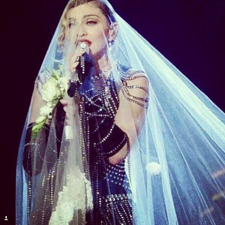 Getting Hitched in D.C????????????. #willyoumarryme ❤️ #rebelhearttour http://t.co/HMKIn6rI38