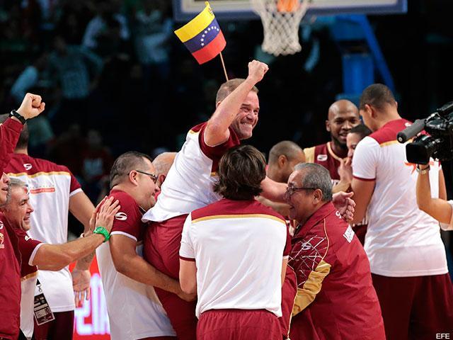 LaIguanaTV (@la_iguanatv): ¡Histórico!: Venezuela no tuvo padrote y es campeón de América en Baloncesto (+Alma Llanera) http://t.co/nj1BlgJnZw http://t.co/7oyZ86Ktdm