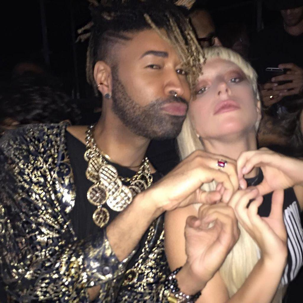 Trying to send love and make Bs for @beyonce with @ladygaga ❤️ http://t.co/VWkhjWTJnw http://t.co/qBLzEpKRBC