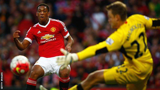 Martial bending the ball with his fingers and mouth! What bending powers...
