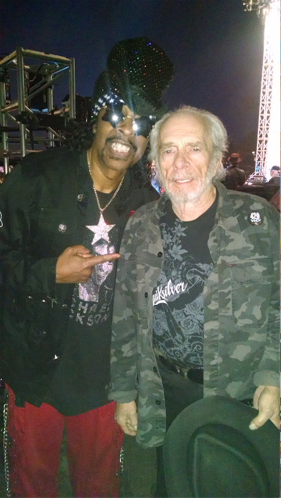 Chicago Riot fest, Mr. Merle Haggard came on right after me. A great supprise. He put some funk in his country! http://t.co/k1HqXu5UtH