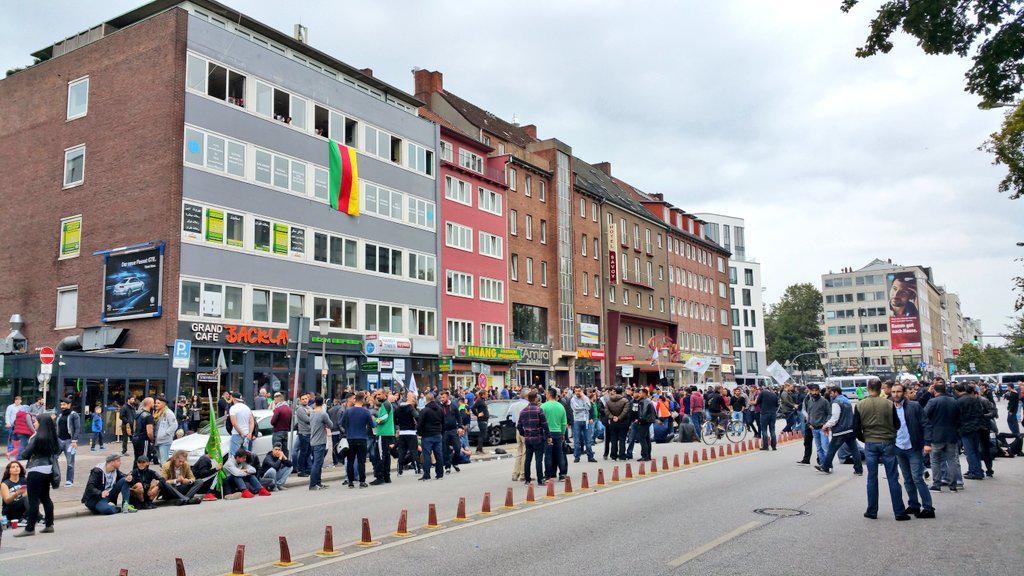 hamburg polizei hat steindamm abgeriegelt starke kr fte vor ort weiter demo von kurden. Black Bedroom Furniture Sets. Home Design Ideas