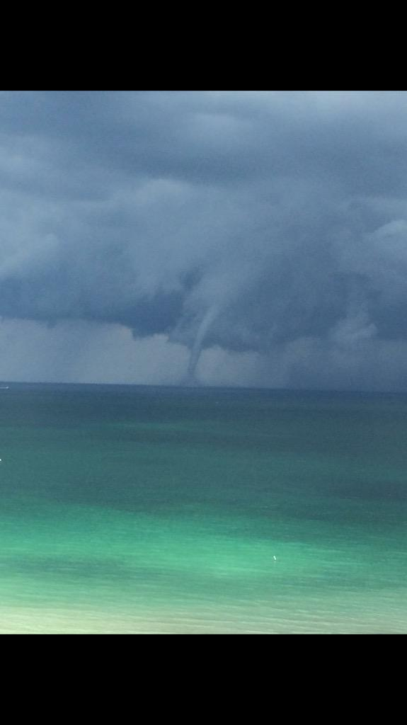 Water spout out at sea #flwx @NWSMiami @DavidBernardTV http://t.co/aB3rSEp4Yb