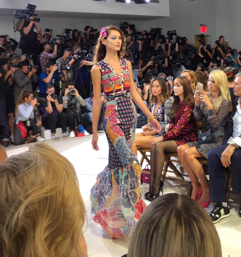 Fave look @DVF feeling the groove #nyfw #ss16 http://t.co/41yIQ2in7G