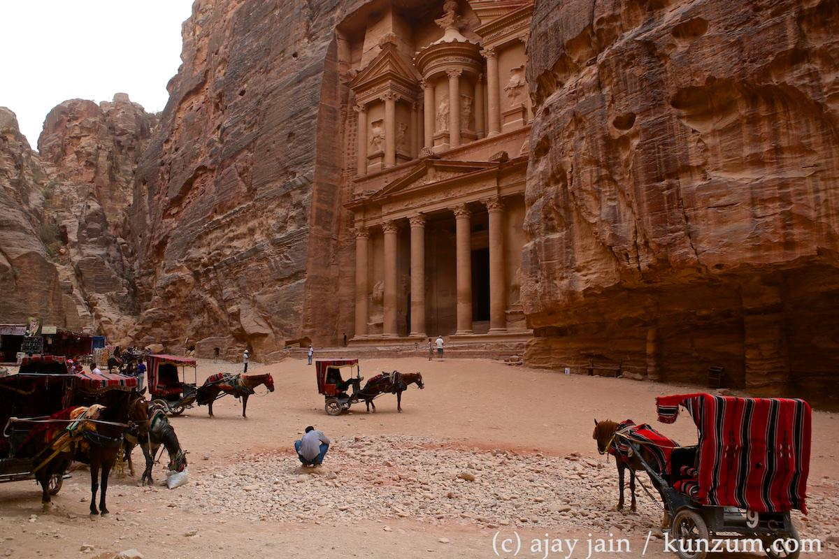 Treasury in Petra, Jordan holds no riches. Do you know what it really is? #AJinJordan #GoJordan @VisitJordan http://t.co/IDmrAySFxU