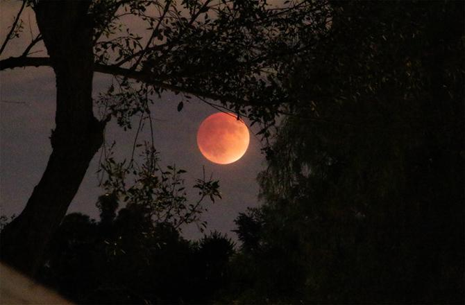 Stunning Supermoon Eclipse Wows the World: Photos http://t.co/sbApm2QRk2 http://t.co/NQJ3Z2IwcJ