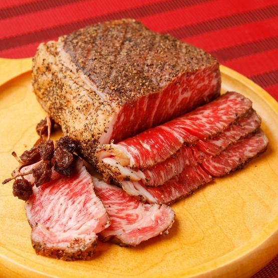 """牛もも肉を高温で燻製することで、他では食べることの出来ない味わいと香りをまとわせたローストビーフ。 #ヒトサラ #ローストビーフ  #イタリアン #上野 #東京都  http://t.co/567x755xHh"""" http://t.co/uqnBuKuyPP"""
