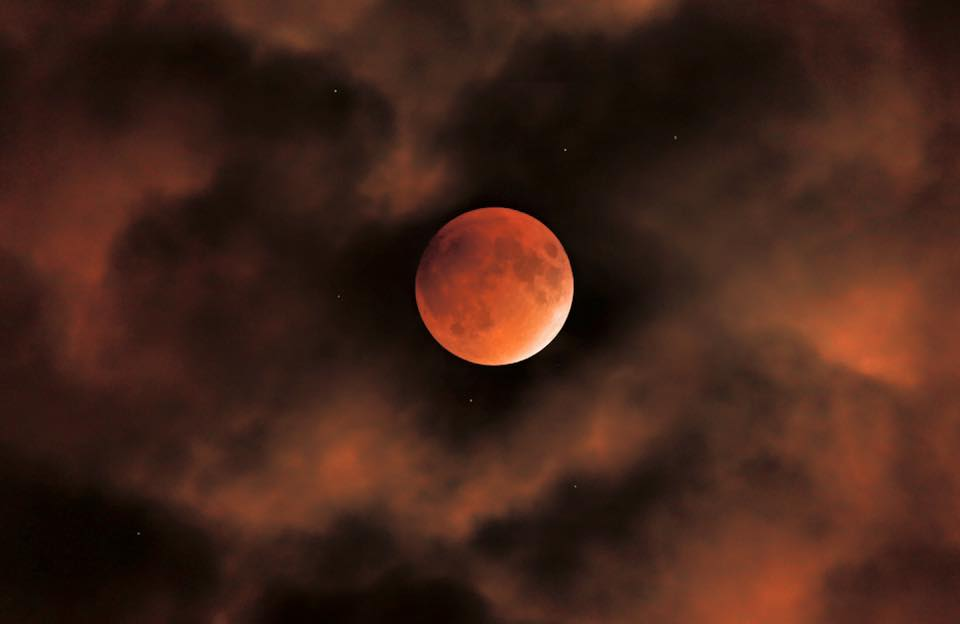 My favorite #SuperBloodMoon pic was taken in Myersville, Maryland by John Duke Sunday night. Truly awesome. http://t.co/mNelYajJfn