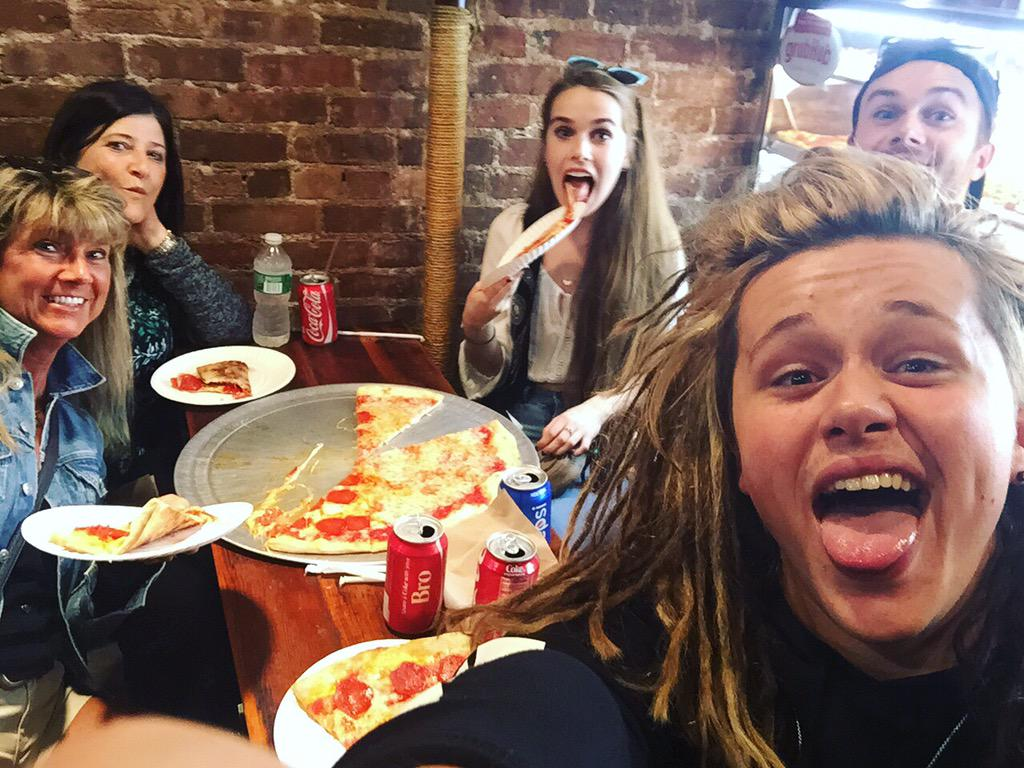 My 3 favourite things.. Pizza, family & my sweet British friends @Suemamafriend @lukefriendmusic together at last ❤ http://t.co/OPbEbPPmrH