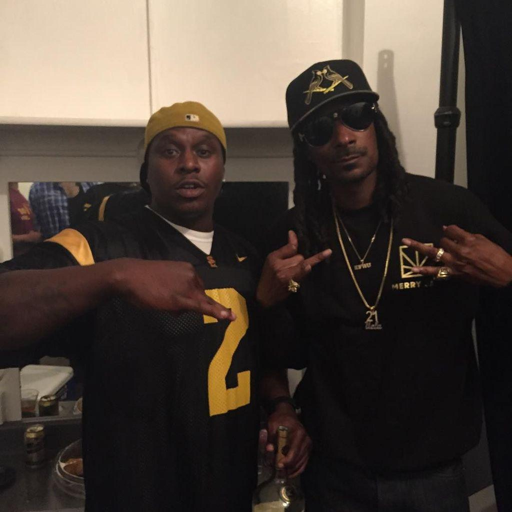 Sagg2.  Snoop dogg.  The movement. http://t.co/woKOTGiXtN http://t.co/kpx24P1Yes
