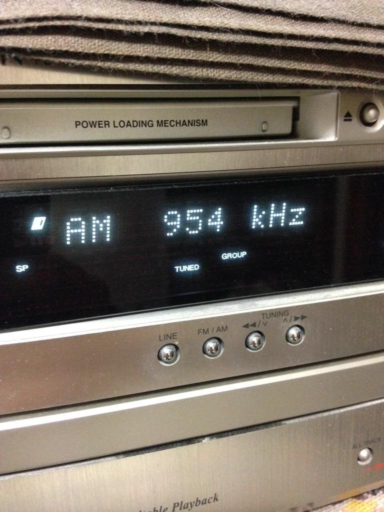 今月、事情により家にネット環境がなく、ケータイでradikoはパケットもったいなくてタマフル聴けないなと思ってた。でも、パケットをひとつも使わずにタマフル聞く方法があった。ラジオだ。 #utamaru http://t.co/S32UJEawnC