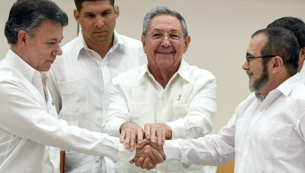 NTN24 Colombia (@NTN24co): Human Rights Watch asegura que acuerdo con las FARC sacrifica la justicia a las víctimas http://t.co/ZTwk9TNuYP http://t.co/Wxa7NmPBZ7