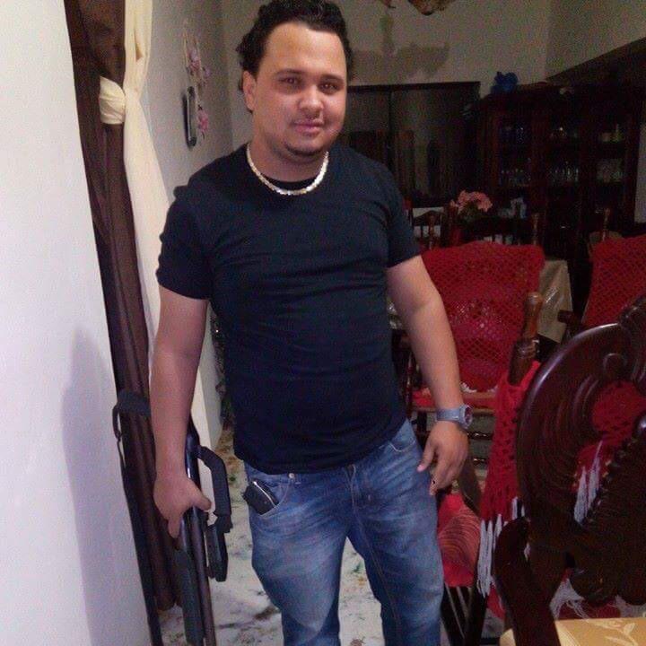 SE BUSCA: Dariel Benjamín Ramos La Hoz de 24 años,residente en Villa Isabela,Pto. Pta. ARMADO y PELIGROSO http://t.co/pyONU4ekuy