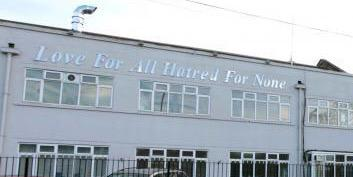 Morden mosque's iconic sign 'Love for all, hatred for none' has survived the fire http://t.co/DTVQmsrUlm http://t.co/Oo27G62BLJ