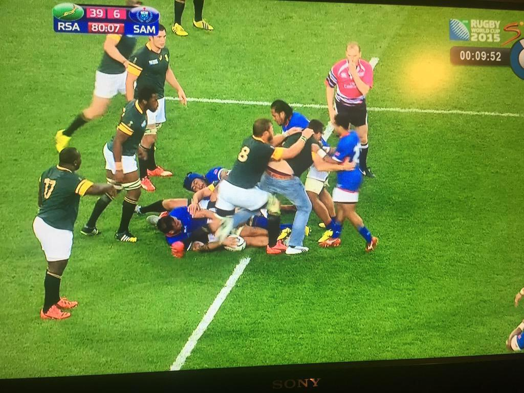 For all followers wanting to learn #Afrikaans this is what we in #RSA refer to as a #doos #RSAvSAM #RWC2015 http://t.co/gohHcYqNnI