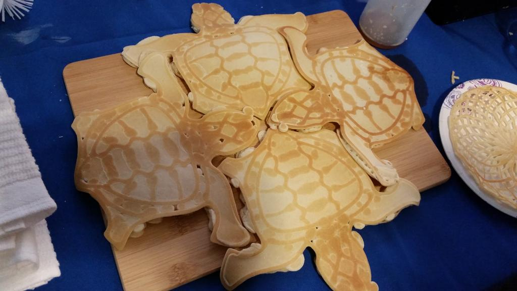 Looks like PancakeBot is breaking out some new designs at #MakerFaire. Turtle cakes! #WMF15 http://t.co/1fHikHNQau