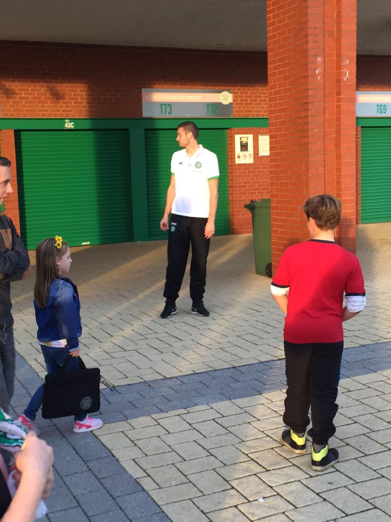Incase anyone missed my tweet earlier here is Craig Gordon having a penalty shoot out with fans and kids. #Celtic http://t.co/nZa0YdIvTW