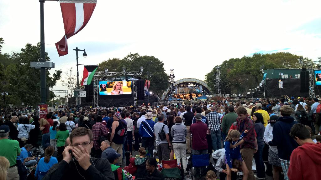 Jackie Evancho performing. Angelic voice World Meeting of Families #PopeInPhilly http://t.co/wmoFv3XCYF