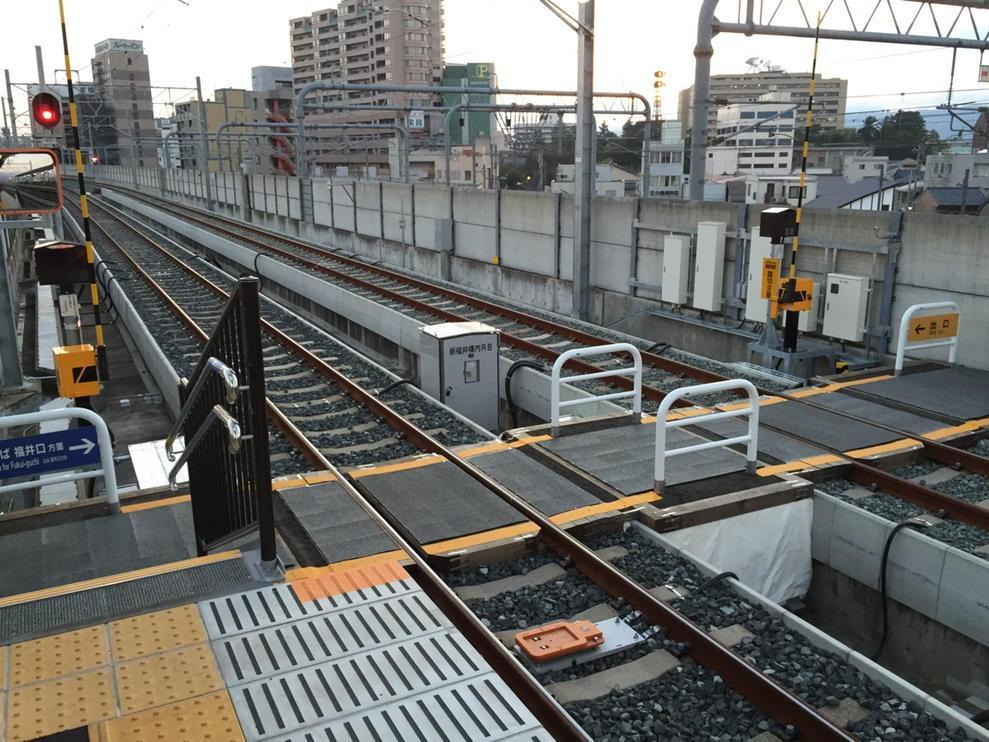 なんと! えちぜん鉄道新福井駅は今日から新幹線高架の中で構内踏切稼働!\(^o^)/ http://t.co/Hwov0KjkJs