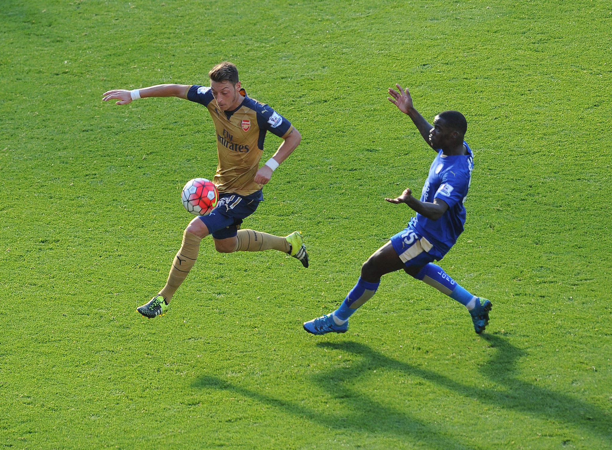 RETWEET if @MesutOzil1088 was your #LCFCvAFC man of the match http://t.co/hDcg2uF01f