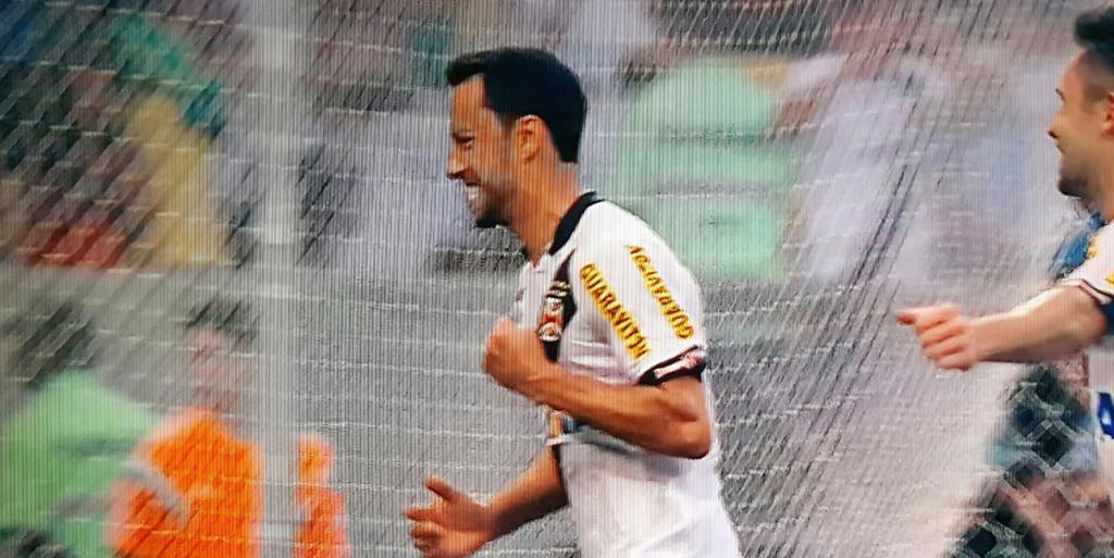"""""""Muito feliz por marcar o gol da vitória no clássico. Resultado importantíssimo. Nunca deixamos de acreditar"""" - Nenê http://t.co/41yIl74fGr"""