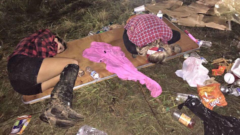 So ... this is a professional event? |Nightmare at TomorrowWorld: Guests stranded overnight http://t.co/AvZY5MroDu http://t.co/WHem3oJrBr
