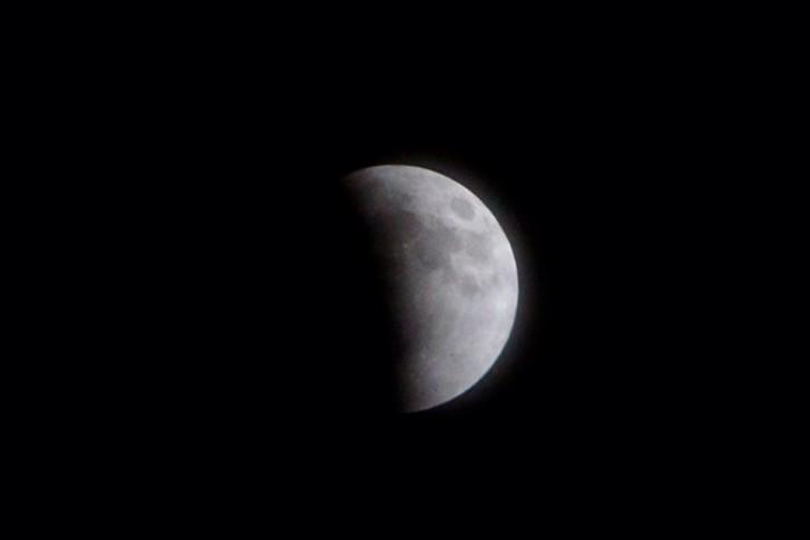 Eclipse is taking over. #SuperBloodMoon @Kentuckyweather http://t.co/wkniQjnyF1