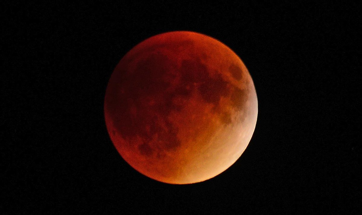 In case you havent yet seen enough super moon eclipse photos...I shot this from Regina, Sask http://t.co/uPqNqJI9FZ