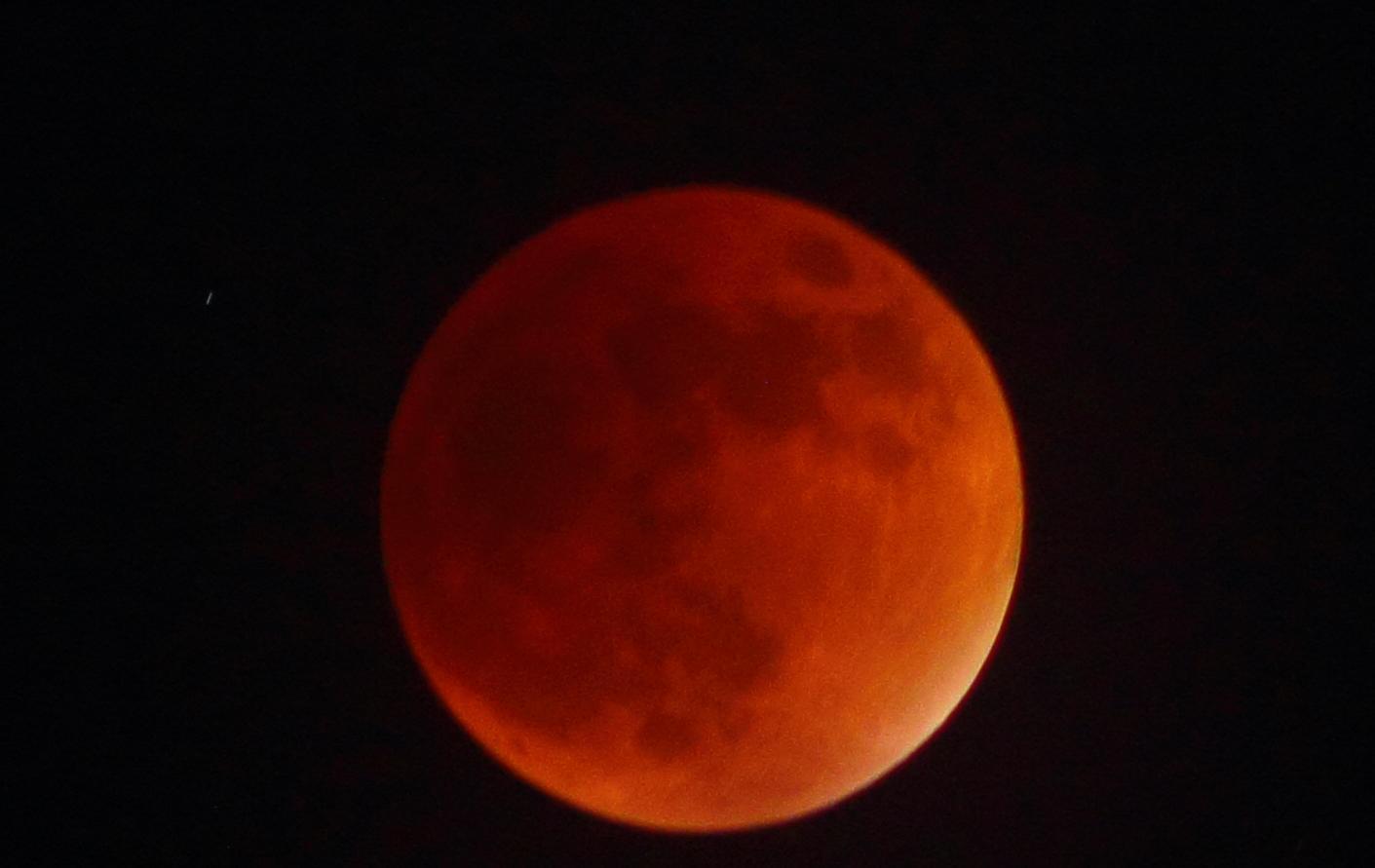 @El_Universo_Hoy Foto del eclipse total durante la fase máxima (Querétaro, México) http://t.co/z33RyCqt8H