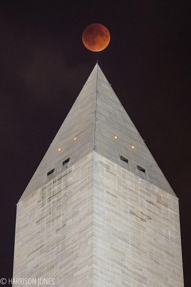 Winning #SuperBloodMoon pic over Washington monument in DC from Harrison Jones @NASA @JimCantore http://t.co/vNw5h6lIVF