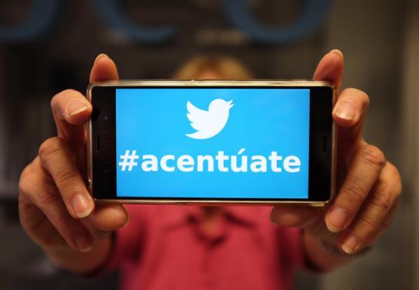 ¡Pásalo!: Las etiquetas en Twitter llevan acento. #Acentúate Genial iniciativa de @Fundeu http://t.co/8oA99rvpMP
