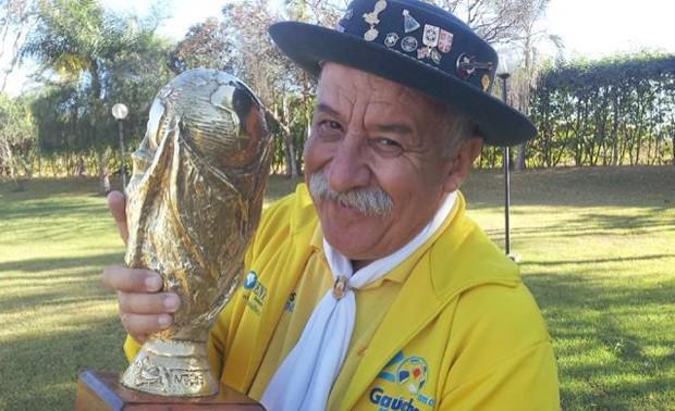 'Gaúcho da Copa' morre aos 60 anos vítima de câncer em Porto Alegre http://t.co/qmVXnd1C8n http://t.co/8rVP5oyajg